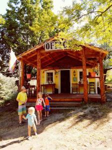 Bristol Cabins & Tents, Lodge  Lava Hot Springs - big - 1