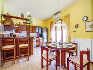 Two-Bedroom Apartment with Sea View in Rijeka, Ferienwohnungen  Turan - big - 35