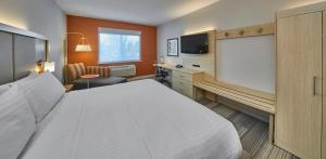 Holiday Inn Express Hotel and Suites Medford-Central Point