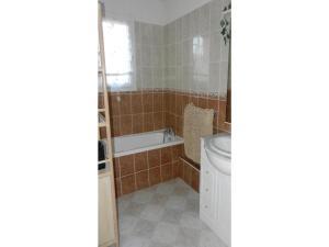 Four-Bedroom Holiday home Sainte Maxime with a Fireplace 08, Dovolenkové domy  Sainte-Maxime - big - 7