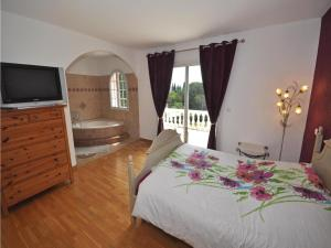 Holiday home Bd. Florentin Brigaud, Holiday homes  Sainte-Maxime - big - 10