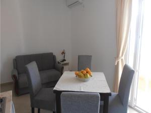 One-Bedroom Apartment Denovici 0 04