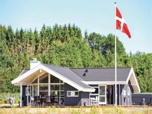 Three Bedroom Holiday Home in Ejstrupholm