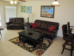 Relaxing Riverview Condo