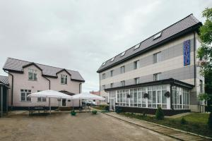Отель Айсберг Хаус, Лобня