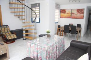 (M.M.AYA33) Apartamento Maria Zambrano, Apartmanok  Málaga - big - 1
