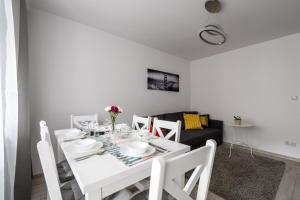 Zlota z dwoma sypialniami, Apartmanok  Varsó - big - 3