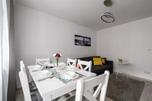 Zlota z dwoma sypialniami, Appartamenti  Varsavia - big - 3
