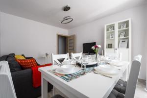 Zlota z dwoma sypialniami, Appartamenti  Varsavia - big - 2