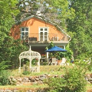 Björnvikens Säteri, Trädgård, Logi