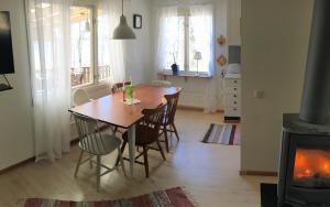Vacation house next to Lake Vänern, Holiday homes  Gullspång - big - 27