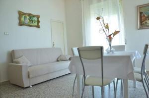 Casa Vacanza Anita, Апартаменты  Агрополи - big - 11
