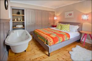 Ardlussa Cottage, Holiday homes  Gairlochy - big - 5