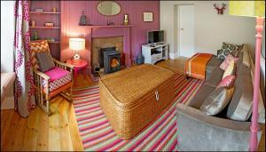 Ardlussa Cottage, Holiday homes  Gairlochy - big - 20