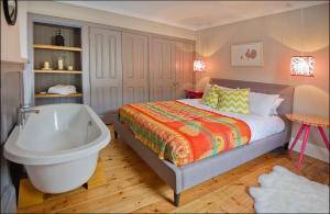 Ardlussa Cottage, Holiday homes  Gairlochy - big - 18