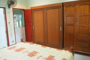 Krua Baan Suan, Загородные дома  Таланг - big - 36