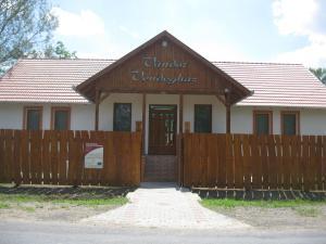 Vándor Vendégház és Horgásztó, Гостевые дома  Gyügye - big - 2