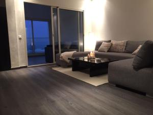 Front line beach apartment, Apartments  Dar Bouazza - big - 4