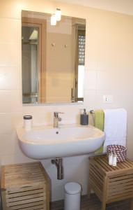 Appartamento Scorcio di Mare, Apartments  Aci Castello - big - 7