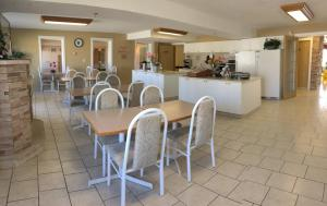 Western Budget Motel #3 Whitecourt, Motels  Whitecourt - big - 18