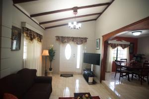 Home away from home, Dovolenkové domy  Chaguanas - big - 8