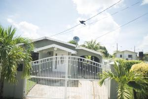 Home away from home, Dovolenkové domy  Chaguanas - big - 20