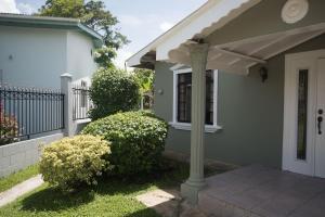 Home away from home, Dovolenkové domy  Chaguanas - big - 21