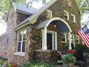 Aberdeen Stone Cottage B&B, Отели типа «постель и завтрак»  Traverse City - big - 27