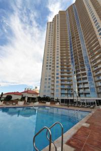 2BD High-Rise Suite On The Strip