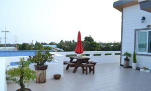 Baggrae Pension, Holiday homes  Seogwipo - big - 2