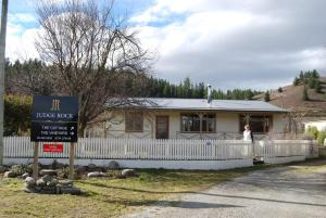 Judge Rock Exclusive Vineyard Cottage Accommodation