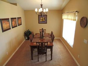 Three-Bedroom Safari Lodge Villa, Villas  Orlando - big - 2