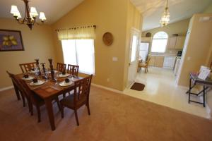 Three-Bedroom Safari Lodge Villa, Villas  Orlando - big - 33