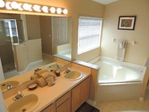 Three-Bedroom Safari Lodge Villa, Villas  Orlando - big - 30