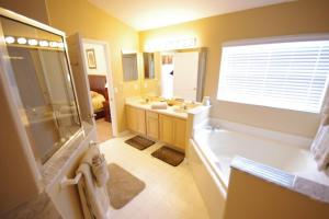 Three-Bedroom Safari Lodge Villa, Villas  Orlando - big - 29