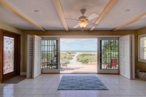 obrázek - Three-Bedroom Sandy Shores Villa