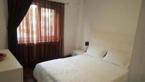 apartament gabriel, Appartamenti  Târgu Jiu - big - 5