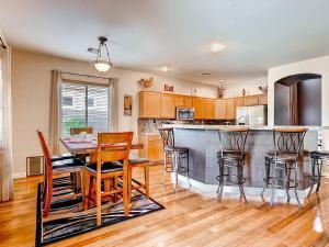 Via Del Rancho Home, Holiday homes  Queen Creek - big - 17
