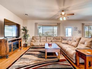Via Del Rancho Home, Holiday homes  Queen Creek - big - 22