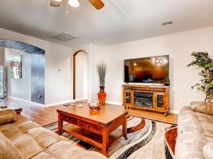 Via Del Rancho Home, Holiday homes  Queen Creek - big - 21