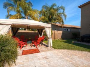 Via Del Rancho Home, Holiday homes  Queen Creek - big - 8