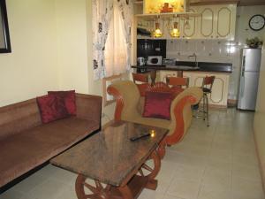 Makati Suites at Travelers Inn, Apartmánové hotely  Manila - big - 1