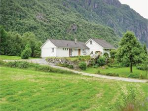 Three Bedroom Holiday home Dirdal with a Fireplace 08