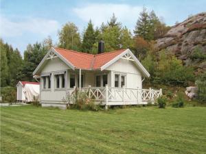 Holiday home Kvarnviksvägen Hjälteby