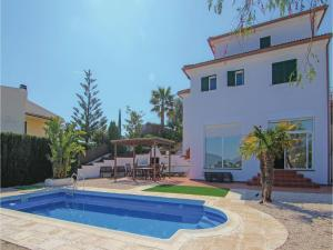Four-Bedroom Holiday Home in St. Cebria de Vallalta, Ferienhäuser  San Cipriano de Vallalta - big - 1