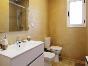 Four-Bedroom Holiday Home in St. Cebria de Vallalta, Ferienhäuser  San Cipriano de Vallalta - big - 13