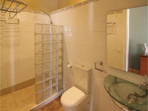 Four-Bedroom Holiday Home in St. Cebria de Vallalta, Ferienhäuser  San Cipriano de Vallalta - big - 10