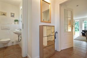 _Carin_ App_ 1, Apartmány  Wenningstedt - big - 8