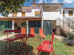 Three-Bedroom Apartment in Marcana, Апартаменты  Marčana - big - 25