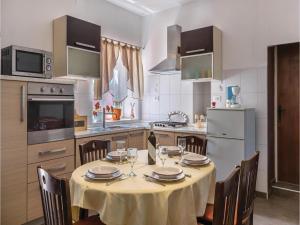 Three-Bedroom Apartment in Marcana, Апартаменты  Marčana - big - 21